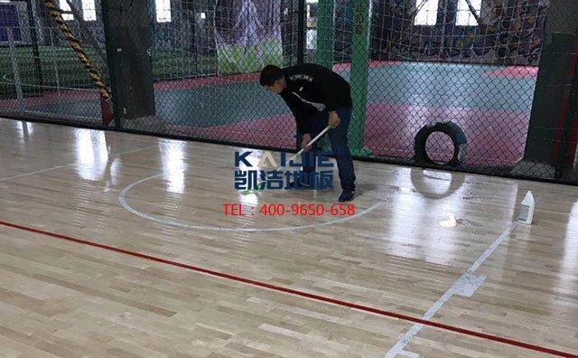 怎么挑选价格合适的篮球馆木地板