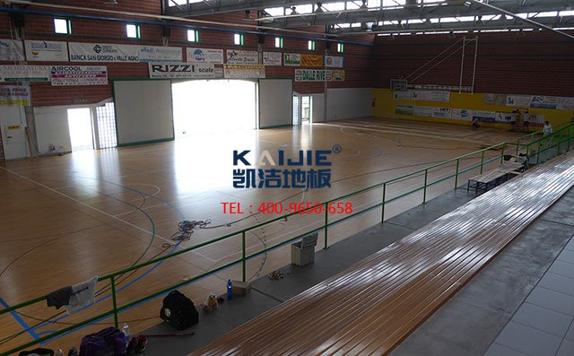 为什么室内的排球馆都用运动木地板