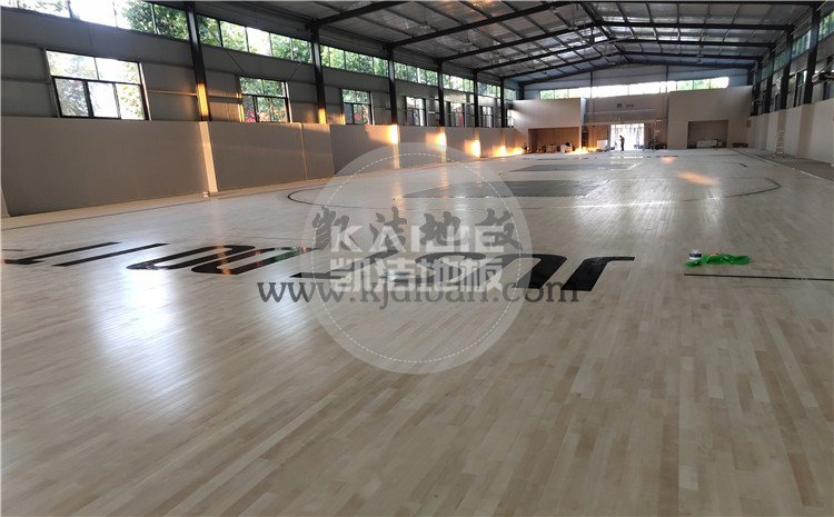 山东兰陵代村LA动力篮球馆木地板项目-凯洁篮球木地板厂家